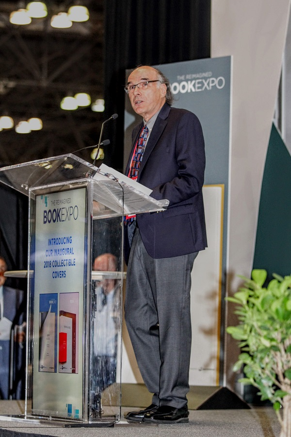 ABA CEO Oren Teicher announces grand opening keynote speaker Len Riggio.
