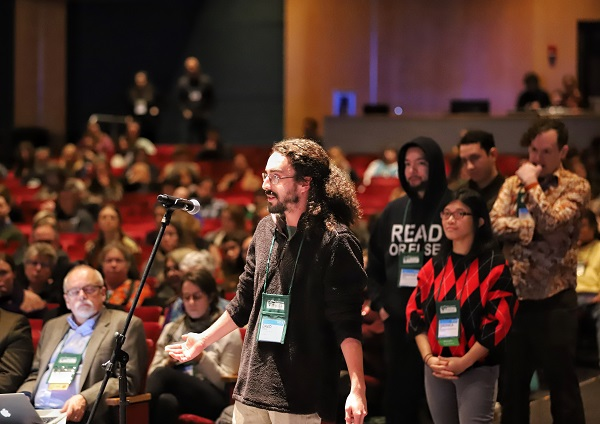 Booksellers took to the microphone to talk about industry issues at the ABA Town Hall.