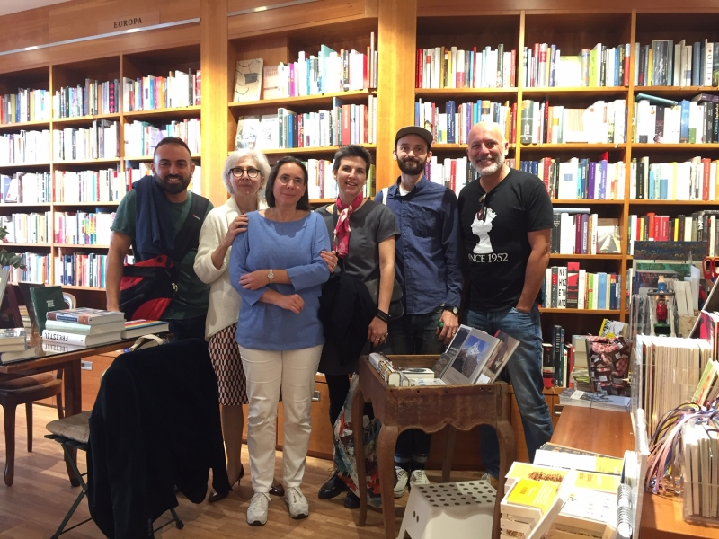 Lyn Roberts (third from right) at her favorite bookstore in Frankfurt, Buchhandlung Weltenleser (Bookstore World Reader), where books are shelved according to setting, with owner Maria Lucia Klocker (second from left), Dylan Brown (second from right), and Italian bookseller Andreas Geloni of Nina La Liberia.