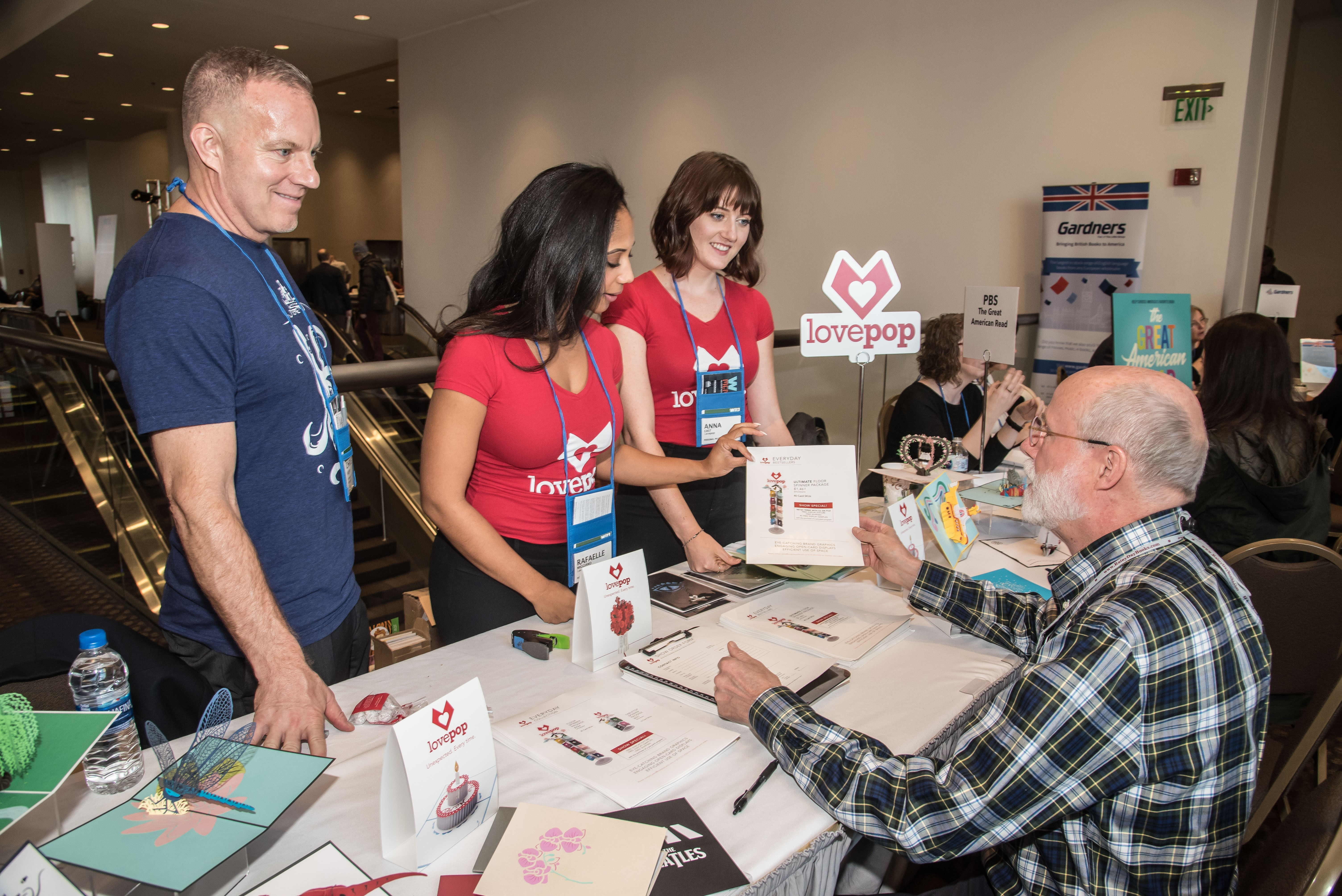 Lovepop educated booksellers about its 3D greeting cards at the Consultation Station.