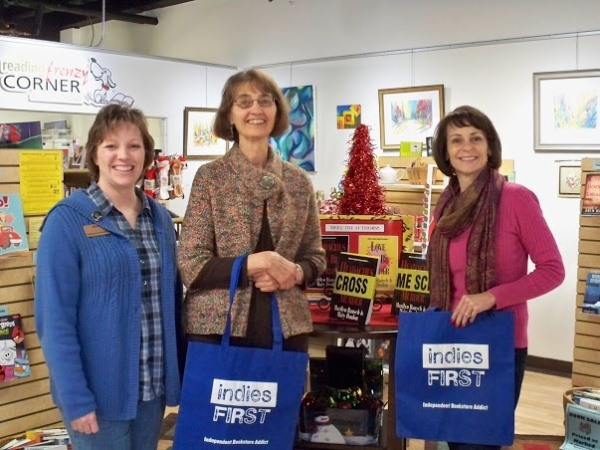 Reading Frenzy Corner Owner Sheri Olson With Authors Marilyn Rausch And  Mary Donlon.