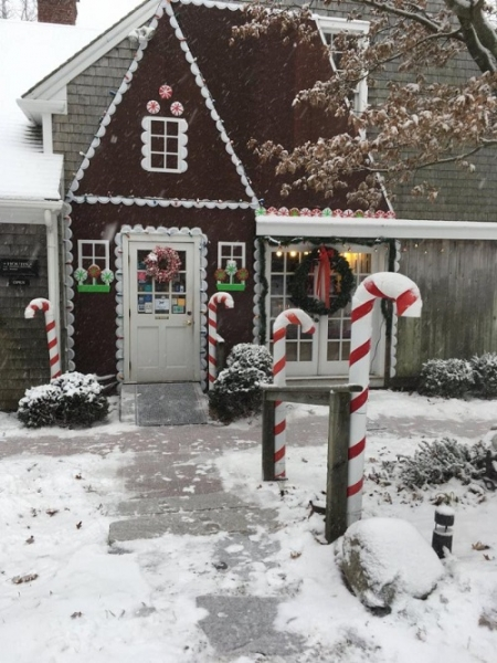 Titcomb Bookshop in East Sandwich, Massachusetts, was decorated like a gingerbread house.