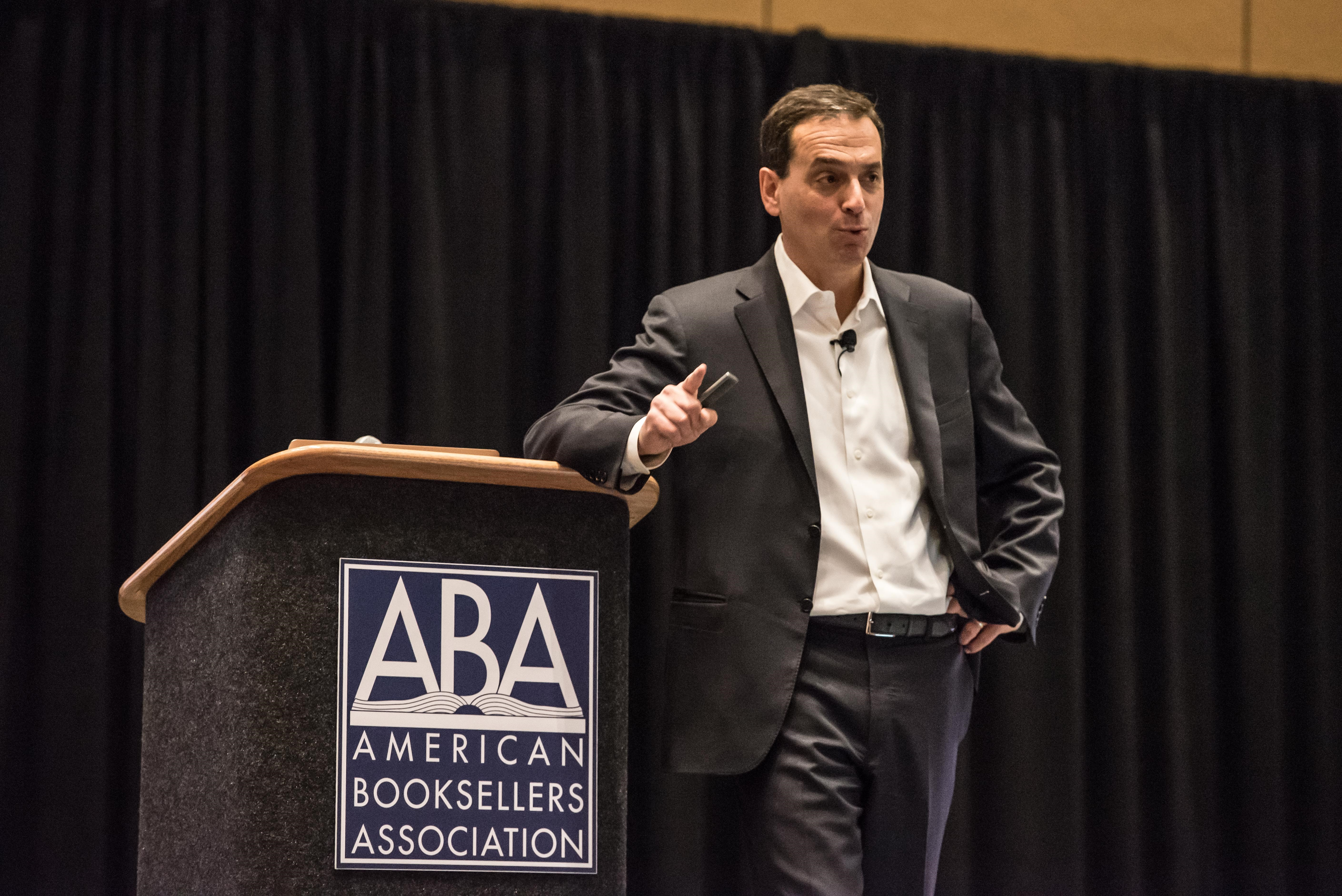 Author Daniel H. Pink's keynote gave booksellers tips for timing business decisions.