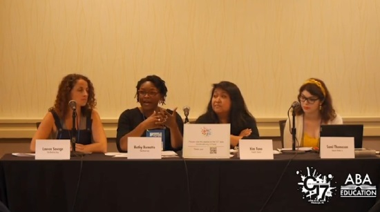 Les libraires Lauren Savage, Kathy Burnette, Kim Tano et la modératrice Sami Thomason